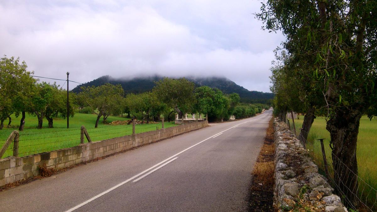 San Salvador in Nebel gehüllt